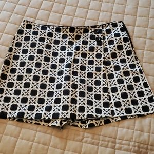 White House black market skort